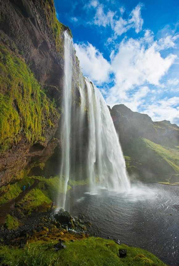 Высота водопада огромна
