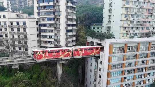 В Китае метро проходит через дом – невероятно, но факт